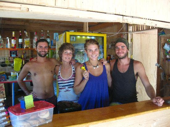 Hostal La Isla : The gang