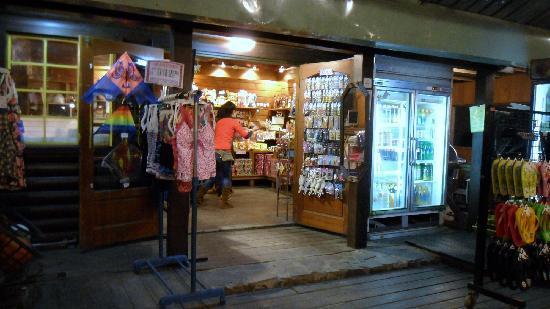 Master Bear Resort : As hop within the resort selling souvenir