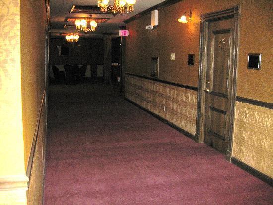 Mizpah Hotel: corridor