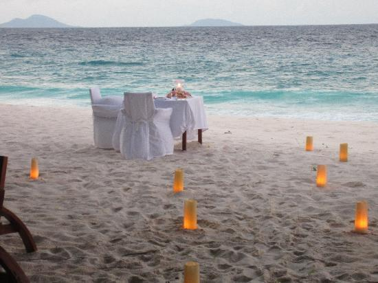 Fregate Island, Σεϋχέλλες: Romantic private beach dinner