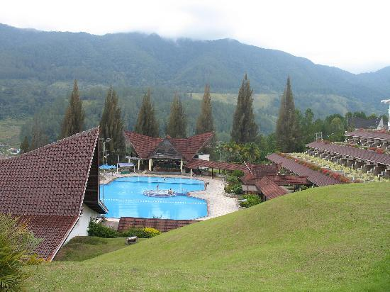 Parapat, Indonesia: Hotel with swimmingpool