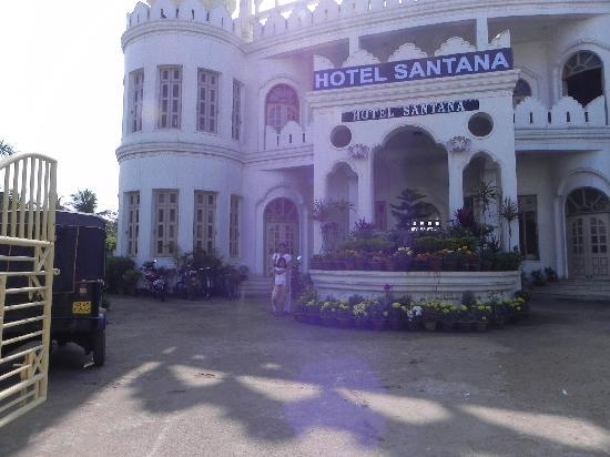 Hotel Santana: Front view of our hotel