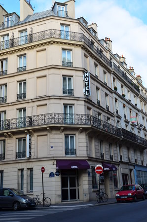 Hotel du Chemin vert Paris: façade hotel