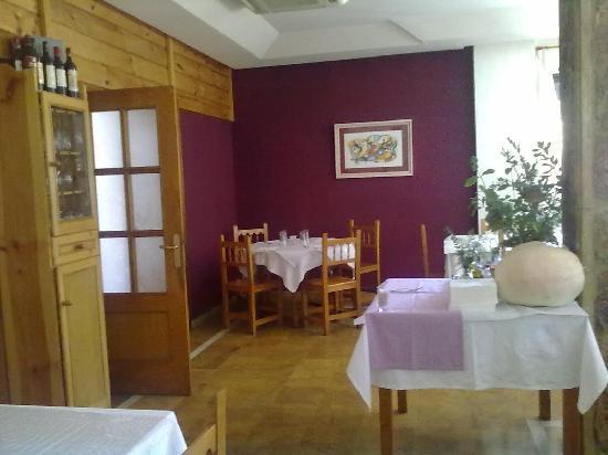 Hostal Restaurante Las Cavenes del Cabaco: Detalle restaurante