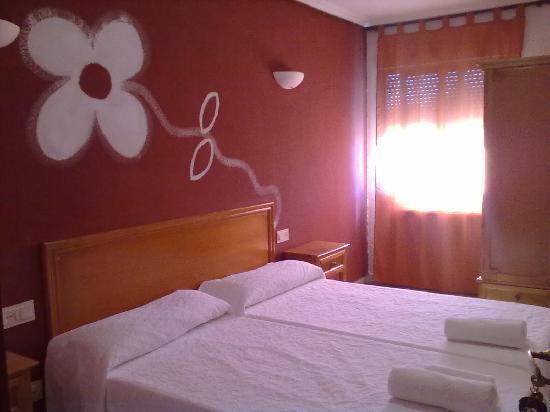 Hostal Restaurante Las Cavenes del Cabaco: Habitaciones
