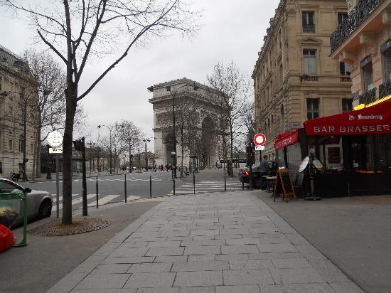 Hotel Cecilia Arc De Triomphe: VEDUTA ARCO DI TRIONFO  DA FUORI L'ALBERGO