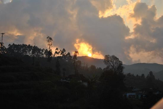 United-21 Paradise, Ooty: Sunset View from Cottage