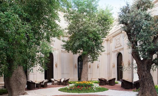 The Ritz-Carlton, Riyadh : Our Riyadh hotel's tranquil Chorisia Lounge Outdoor