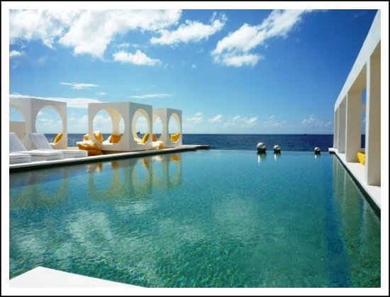 Saint Tropez Oceanclub: Pool direkt neben dem Restaurant