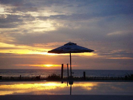 Saffron Beach Hotel Wadduwa: Abendstimmung