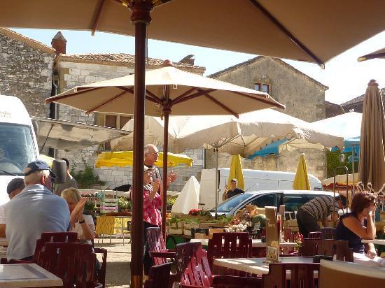 Chez Edell: Monpazier market day