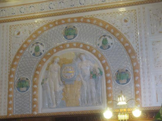 Art Deco Hotel Imperial: Cafe Imperial wall relief