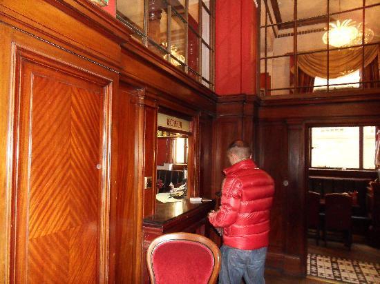 The Inn on the Mile : La réception au fond du pub