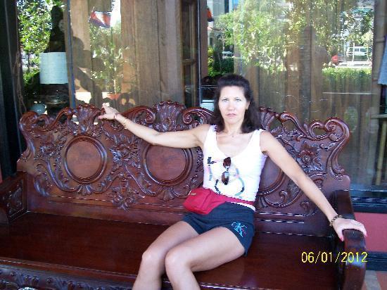Apsara Holiday Hotel: nice furniture