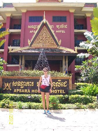 Apsara Holiday Hotel: main entrance