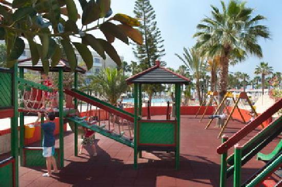 Louis Phaethon Beach: playgorund