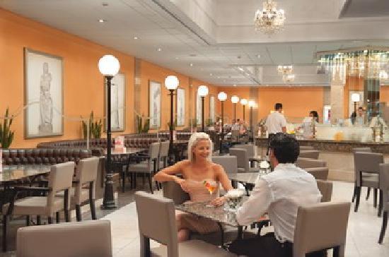 Louis Phaethon Beach : cafe vienna