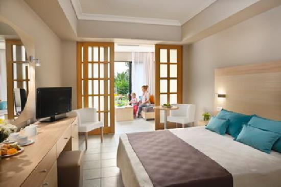 lti Louis Grand Hotel: Family room with sliding doors