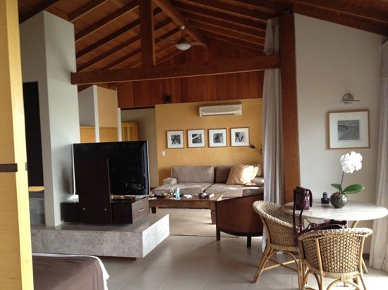 Ponta dos Ganchos Exclusive Resort: villa - living area