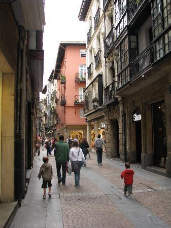 Улица старого города, где расположен Bilborooms