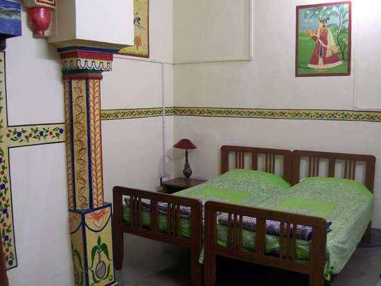Ishwari Niwas Palace: One of the smaller rooms - they all had this kind of decoration
