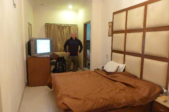 Vivek Hotel: The suite room
