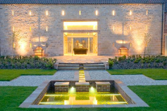 Priory Holiday Cottages: court yard