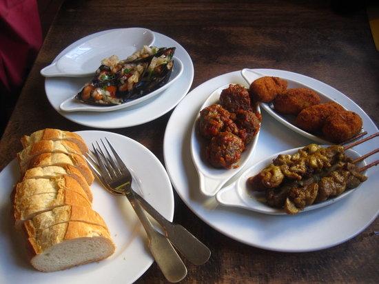 Photo of Mediterranean Restaurant Bodega Espanola at Münstergasse 15, Zurich 8001, Switzerland