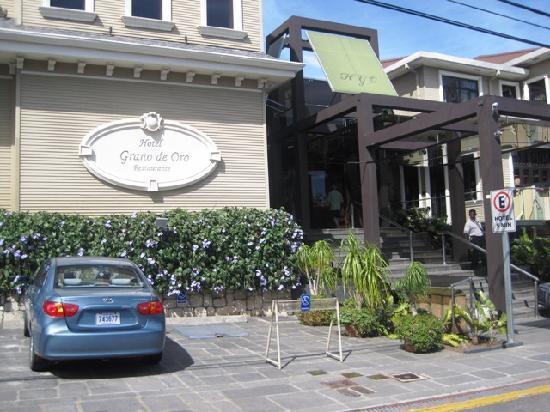 Restaurante Grano de Oro: Front door of Grano de Oro