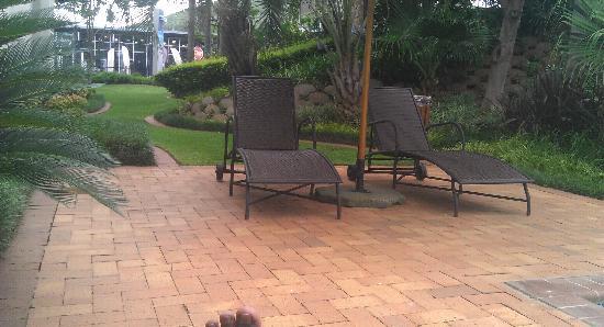StayEasy Pretoria: Lawn