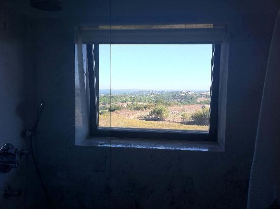 Hotel dos Zimbros: View from the bathroom