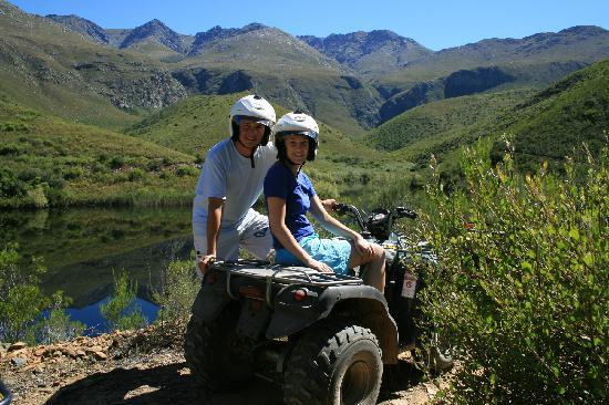 Oudtshoorn, Sudáfrica: Quadbiking in the Swartberg Mountains with TBI Adventures