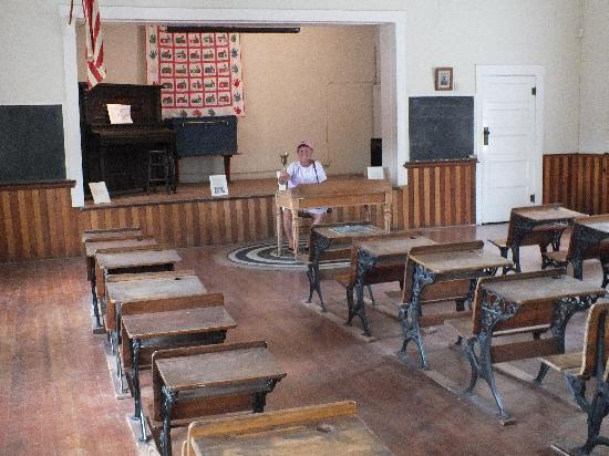 Tubac Presidio State Historic Park : A school room on the walking tour