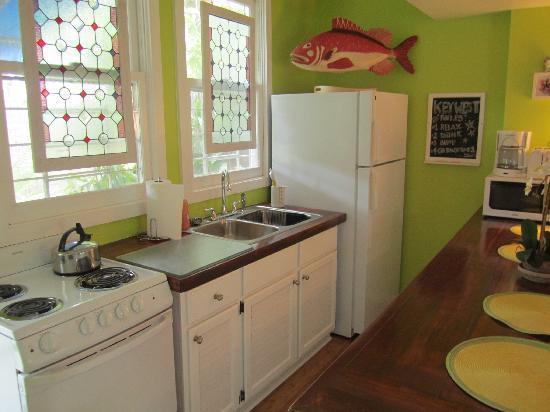 Colony Condominiums : Kitchen