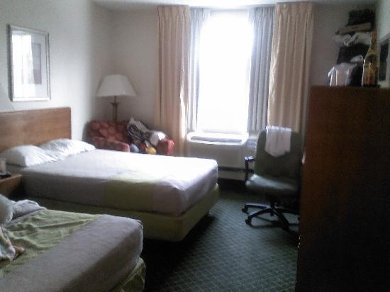 Motel 6 Buffalo Airport: nice rooms
