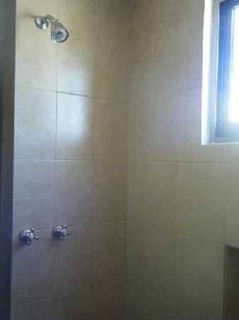 Hotel Meson de la Luna: shower