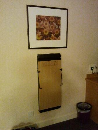 Premier Inn Portsmouth Port Solent Hotel: Trouser press available if necessary