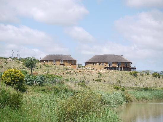 Rorke's Drift Hotel: Hotel as seen from the river