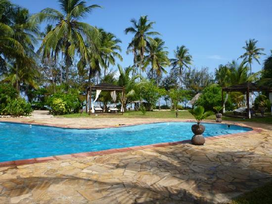 Anna of Zanzibar : Pool-side