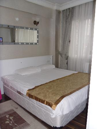 Preferred Hotel Old City : bed