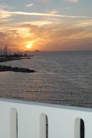 Hotel Paros: Port view