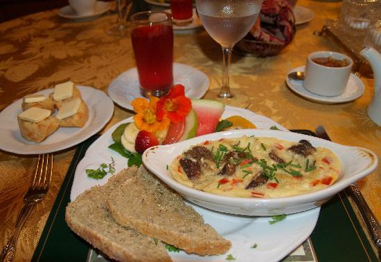 Castle Marne Bed & Breakfast Inn: Breakfast at Castle Marne