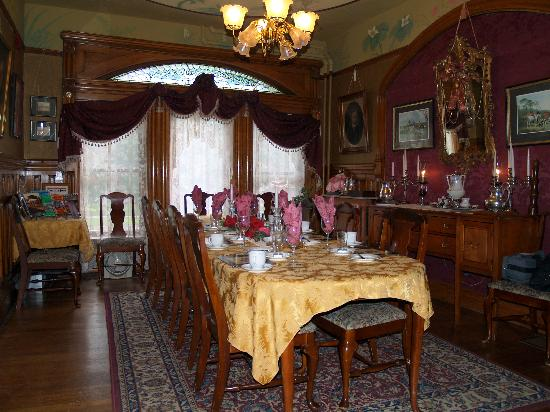 Castle Marne Bed & Breakfast Inn: Dining room at Castle Marne