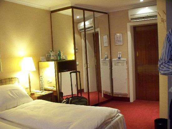 Best Western Plus Hotel St. Raphael: Double room