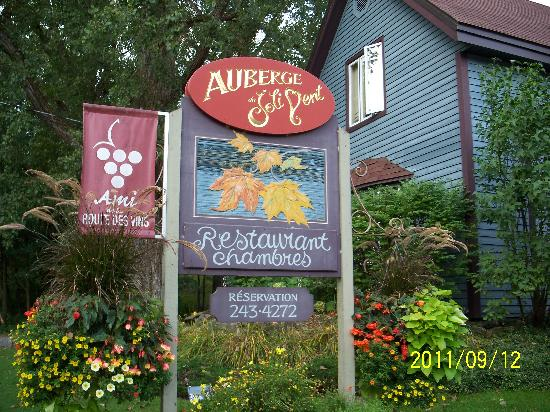 Auberge du Joli Vent: The roadside sign