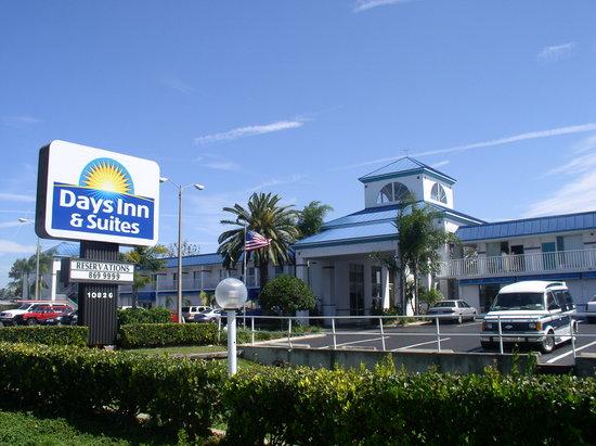 Days Inn & Suites by Wyndham Port Richey: getlstd_property_photo