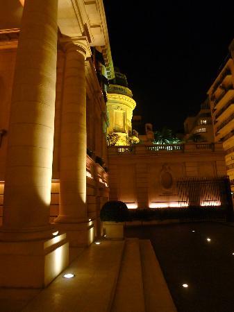 Duhau Restaurante & Vinoteca: Entrance Palacio Duhau