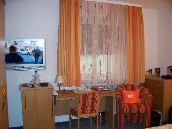 Hotel-Gasthof Schwanen: Double room, continued