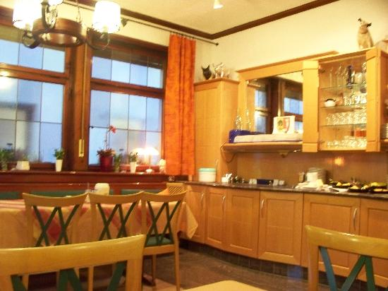 Hotel-Gasthof Schwanen: Breakfast room, continued