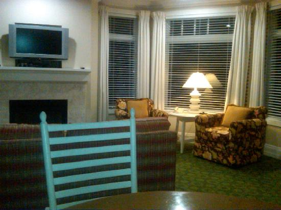 Inn at Bay Harbor, Autograph Collection Hotels: Looking toward sitting area
